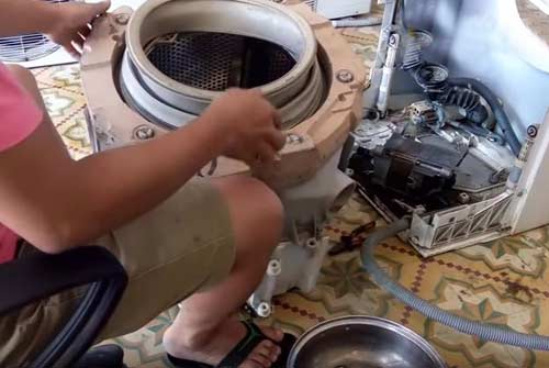 máy giặt Electrolux chảy quá chậm