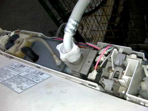 máy giặt Electrolux bị tắc đường ống thoát nước