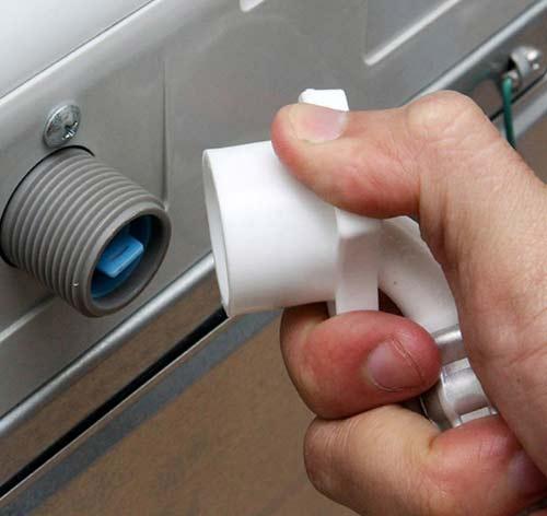 thay van cấp nước máy giặt Electrolux