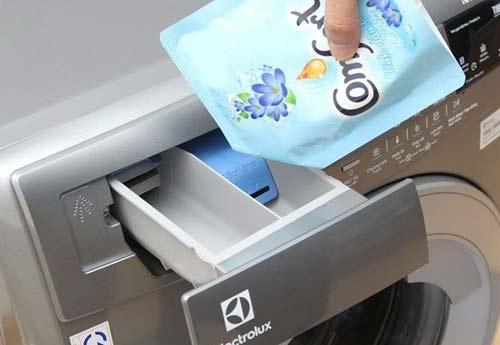 sử dụng nước xả vải cho máy giặt Electrolux